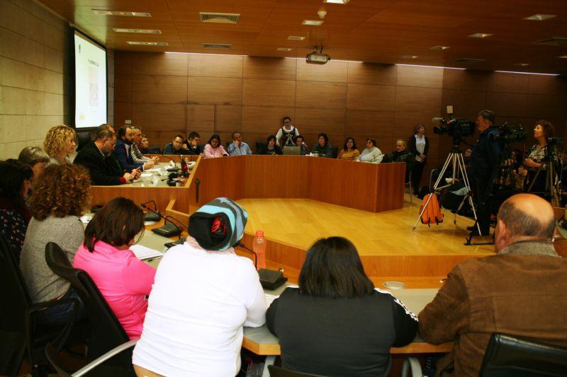 Totana conmemora hoy el Día Internacional de la Discapacidad con un acto institucional y actividades en la plaza de la Balsa Vieja por parte de usuarios y profesionales de los centros de día