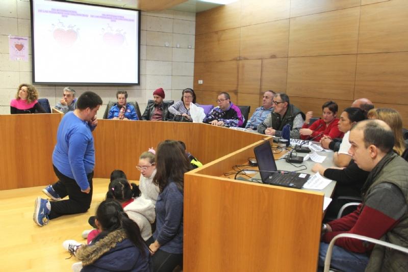 Vídeo. Totana celebra hoy el Día Internacional de las Personas con Discapacidad en un acto institucional en el que participan autoridades locales, usuarios y profesionales de los Centros de Día