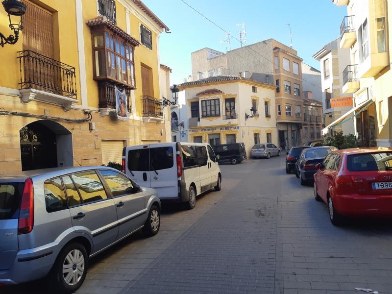 Los comercios de la calle Santiago celebran mañana una jornada festiva y de convivencia navideña para dinamizar esta zona comercial del casco urbano
