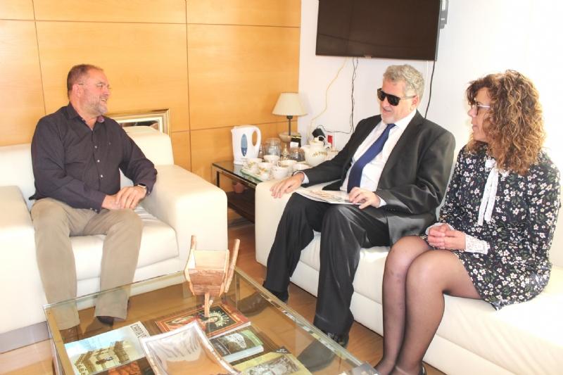 El alcalde se reúne con el delegado territorial de la ONCE para promover acciones formativas a personas con discapacidad que permitan su inserción social y laboral