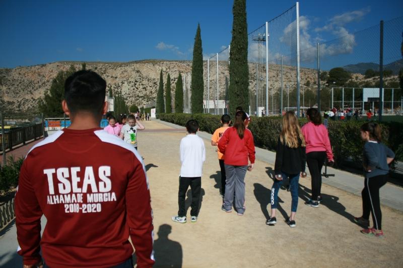 """Vídeo. Cerca de 450 alumnos de quinto curso de diez colegios de Totana participan en la Jornada de Juegos Populares en la Ciudad Deportiva """"Valverde Reina"""""""