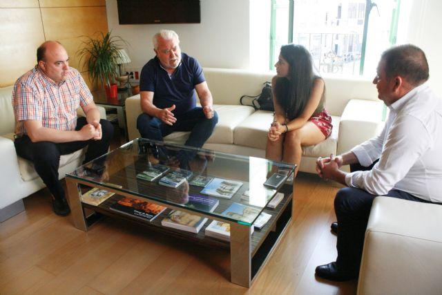 El alcalde y la concejal de Deportes se reúnen con miembros de la Junta Directiva del Olímpico de Totana para planificar la temporada 2017/2018