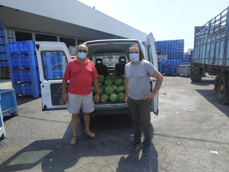 Agricultores y cooperativas de Totana entregan fruta fresca a Cáritas de las Tres Avemarías gracias a las gestiones del concejal de Bienestar Social