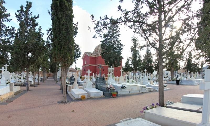 El concejal de Cementerio, Pedro José Sánchez, agradece a los vecinos de Totana su buen hacer durante estos días por la festividad de Todos los Santos
