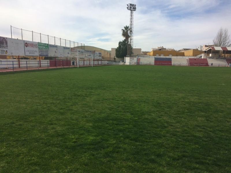 """El Olímpico de Totana podrá hacer uso ya del campo de fútbol del estadio municipal """"Juan Cayuela"""" en su próximo partido de Liga, dentro de dos semanas, tras los trabajos de conservación del césped"""
