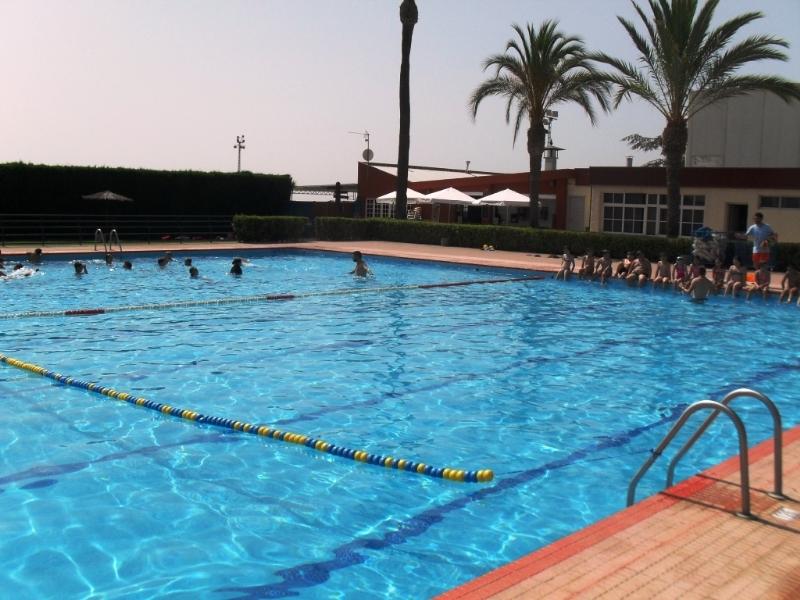 Deportes abre las piscinas del Polideportivo Municipal