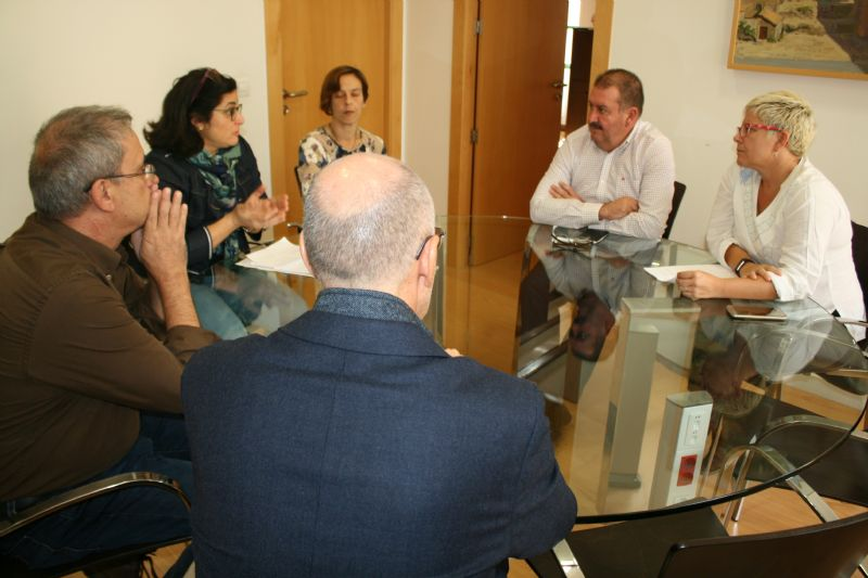 """El Gobierno municipal se reúne con el AMPA del IES """"Prado Mayor"""" para tratar la construcción del cuarto aulario de este centro de enseñanza"""