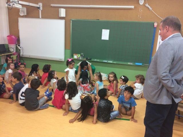 """Vídeo. Autoridades regionales y municipales inauguran de forma oficial el curso escolar 2017/18 en el municipio de Totana con una visita al CEIP """"La Cruz"""""""
