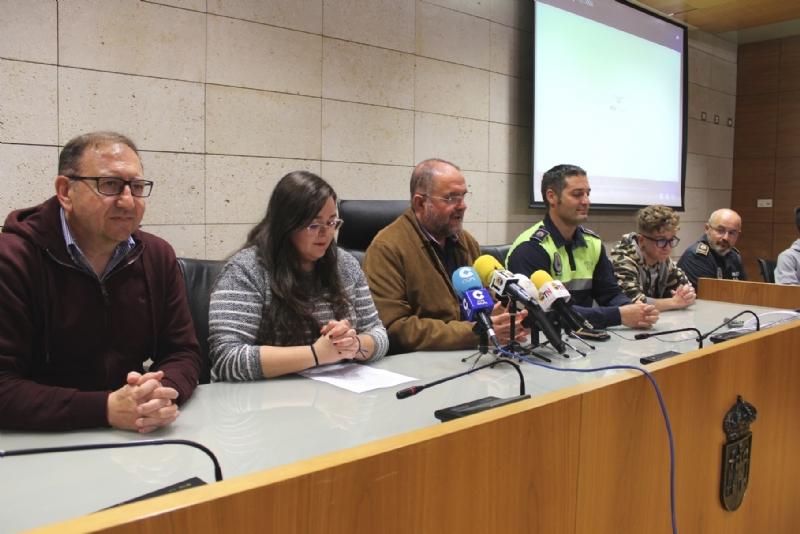 """Vídeo. La Policía Local, con la colaboración transversal de varias concejalías, ponen en marcha el proyecto """"Aula Konect@"""" como modelo alternativo de ocio saludable a los menores"""