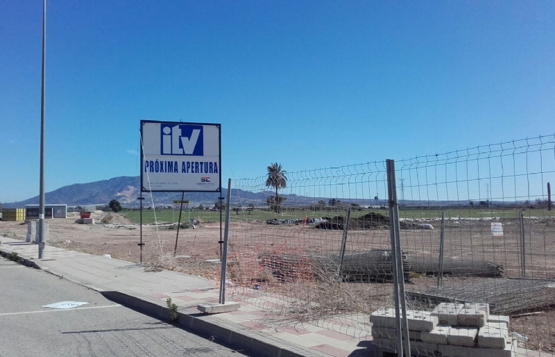"""El Ayuntamiento tramita la licencia de obra para construir la nave que albergará la nueva Inspección Técnica de Vehículos (ITV) en una parcela del polígono industrial """"El Saladar"""""""