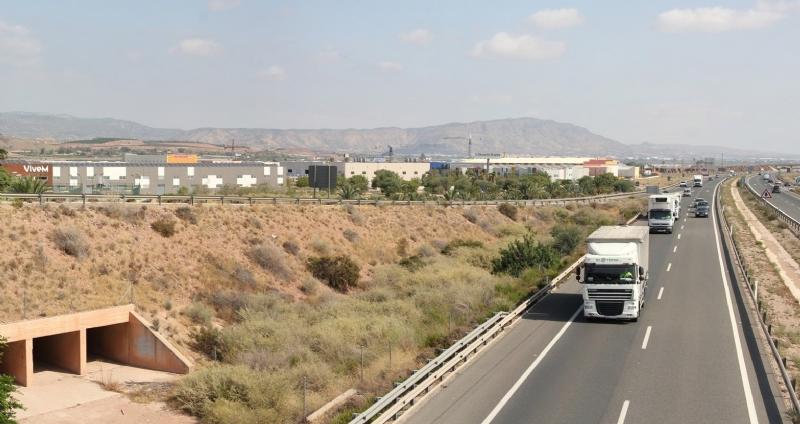 El Ayuntamiento insta al Ministerio de Fomento a que el tercer carril que está previsto ejecutar en la autovía A7, continúe hasta Puerto Lumbreras y no finalice en Alhama de Murcia