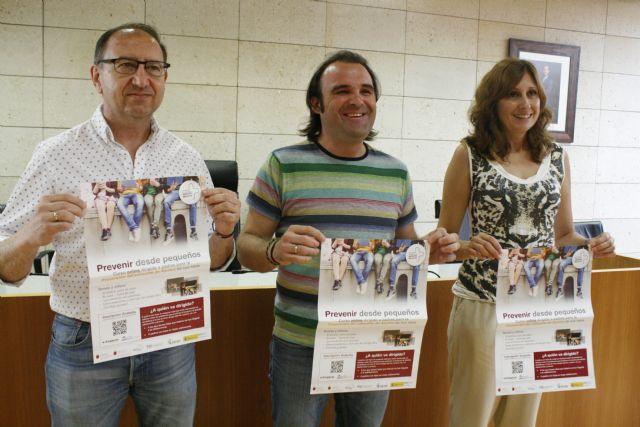 Promueven una campaña de concienciación ciudadana para prohibir la venta y consumo de alcohol a menores de 18 años coincidiendo con la campaña del verano y las fiestas patronales de Santiago
