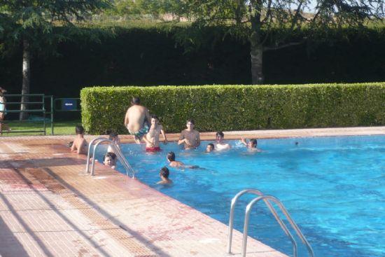 La piscina del polideportivo municipal 6 de diciembre abre for Piscina polideportivo