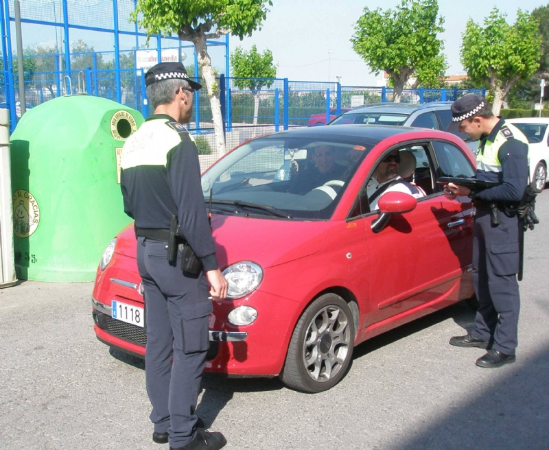 La Policía Local denuncia a 43 conductores de los 324 controlados durante la campaña de vigilancia del uso del Cinturón de Seguridad y SRI que se efectuó a finales de mayo