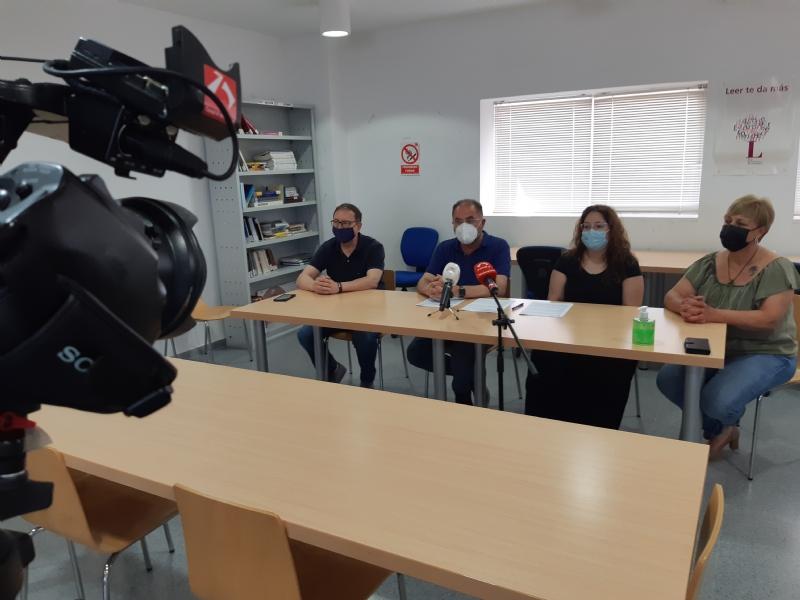 """El Ayuntamiento cede el Centro Social """"Juana Serrano"""" de El Paretón-Cantareros a la AAVV para incentivar y dinamizar la vida social y cultural de esta diputación"""