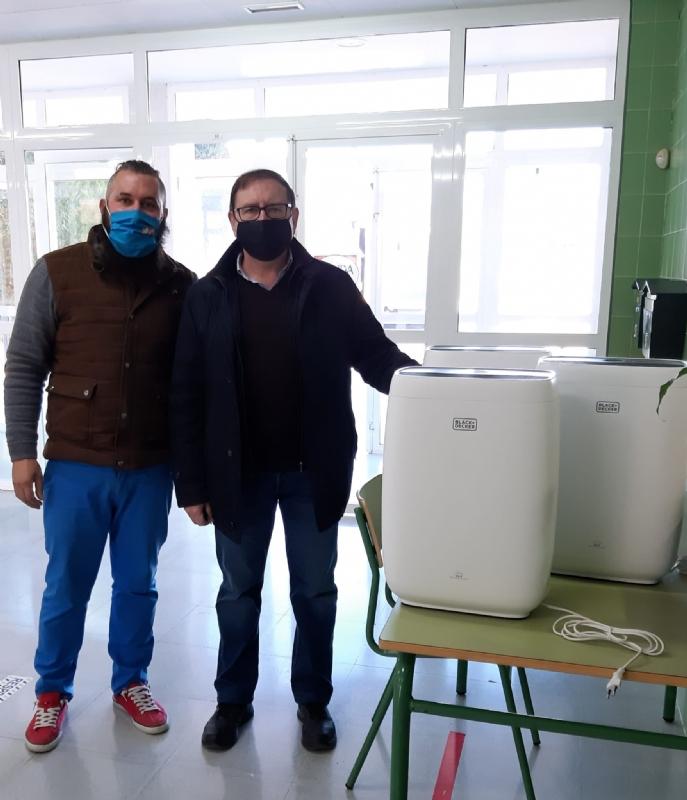 La Concejalía de Educación distribuye 199 filtros purificadores de aire para las aulas de todos los colegios y las que reúnen peores condiciones de ventilación en los IES