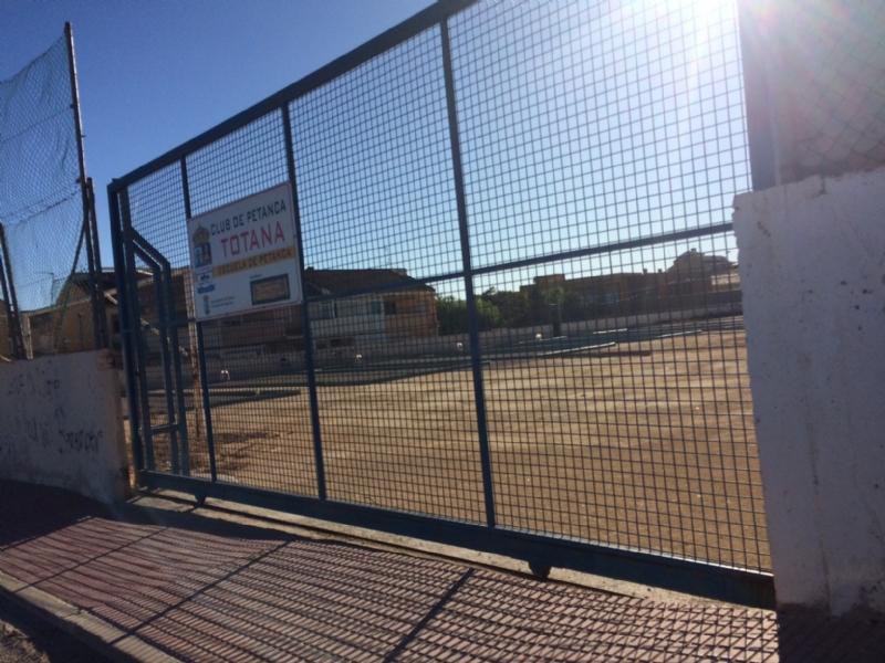 """La Concejalía de Deportes autoriza al IES """"Prado Mayor"""" a usar el campo de entrenamiento adjunto al estadio """"Juan Cayuela"""" para la práctica docente de Educación Física"""