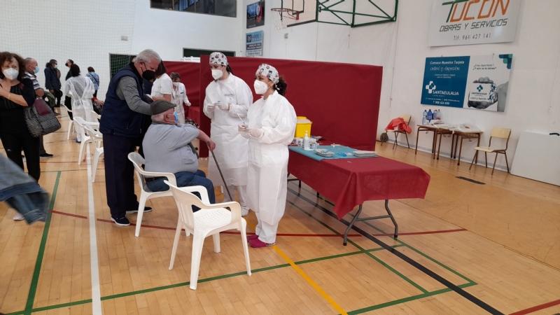 Comienza el proceso de vacunación masiva contra el COVID-19 en Totana con la inoculación a 1.909 personas nacidas entre los años 1956 y 1961