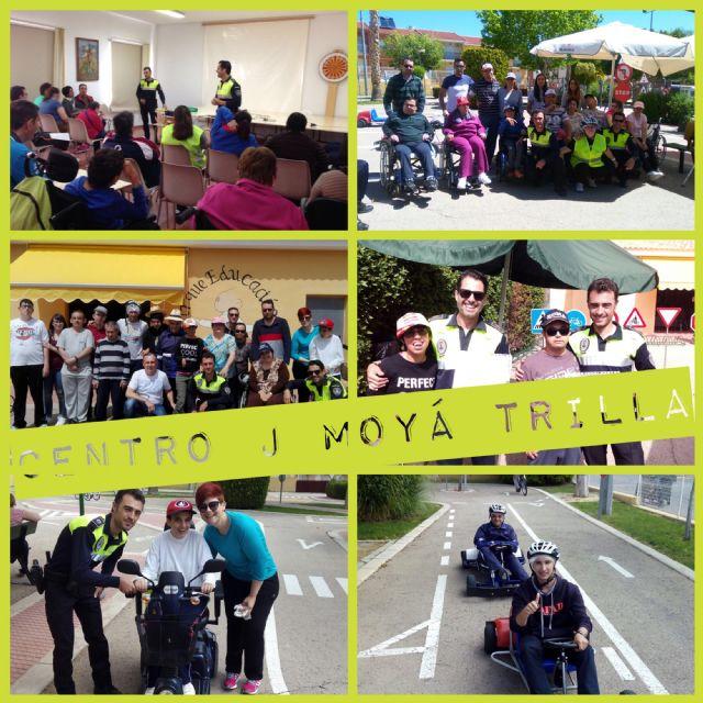 """Usuarios del Centro de Día """"José Moyá Trilla"""" participan en las sesiones formativas del programa de Educación Vial de la Policía Local"""