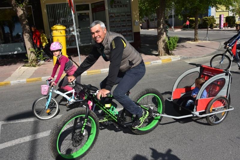 El Día de la Bicicleta, organizado por la Concejalía de Deportes, congregó a 420 participantes que disfrutaron de una magnífica jornada familiar en un gran ambiente festivo y deportivo