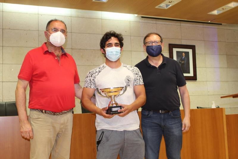 """Entregan los trofeos de la Liga de Fútbol """"Enrique Ambit Palacios"""" y la Copa Fútbol Aficionado """"Juego Limpio"""" de la temporada 2021"""