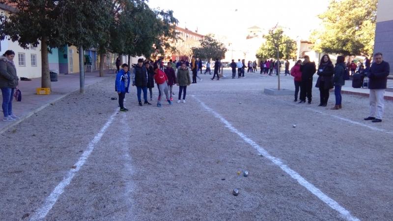 La Concejalía de Deportes organizó la Fase Local de Petanca de Deporte Escolar, que contó con la participación de 78 escolares de las categorías Alevín y Open