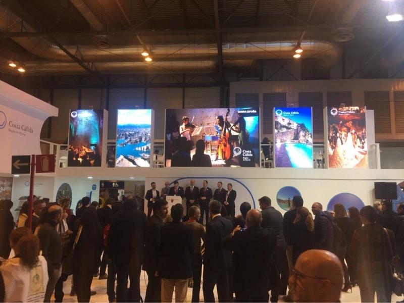 Vídeo. Totana presenta su oferta turística en FITUR dentro del expositor de la Mancomunidad de Sierra Espuña, ofreciendo visitas al yacimiento La Bastida, la Torre de Santiago y La Santa