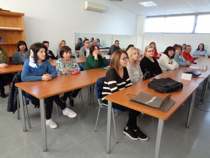 """Un total de 25 personas participan en el """"Curso de Formación para la Atención a Personas Dependientes, que se celebra en el Centro de Desarrollo Local"""