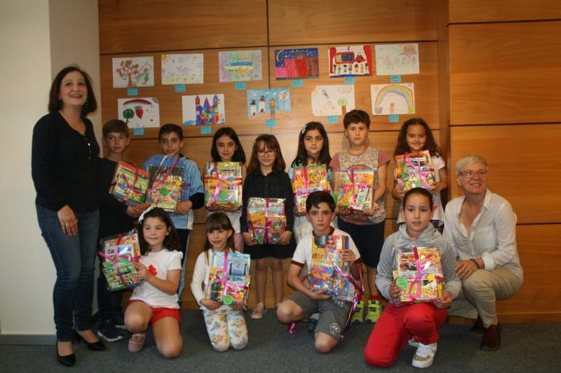 """VÍDEO. Se entregan los premios del II Concurso de Dibujo """"Pinta tu creatividad"""", organizado por la Asociación Futuras Altas Capacidades"""