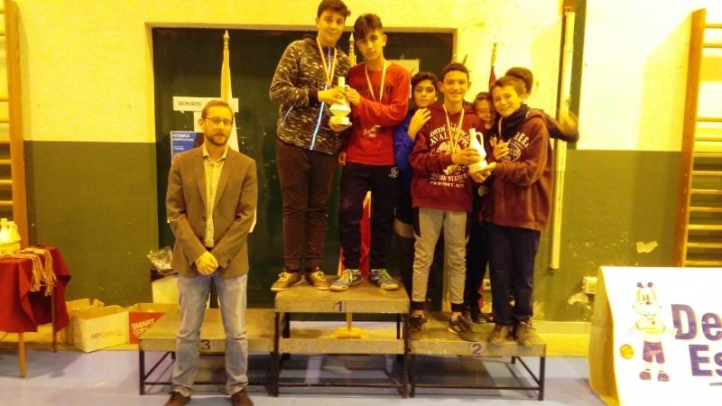 Finaliza la Fase Local de Fútbol Sala infantil, cadete y juvenil de Deporte Escolar, organizada por la Concejalía de Deportes, con la entrega de trofeos a los mejores equipos clasificados
