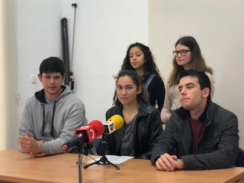 """Vídeo. Autoridades municipales asisten al acto de lectura del Manifiesto con motivo del Día Internacional del Estudiante, el 17 de noviembre, que se celebró en el Centro Sociocultural """"La Cárcel"""""""