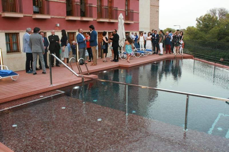 """VÍDEO. Reabre sus puertas el hotel """"Jardines de La Santa"""", que cuenta con un nuevo servicio de piscina, tras las obras de mejora del complejo; cuya inversión ronda los 400.000 euros"""