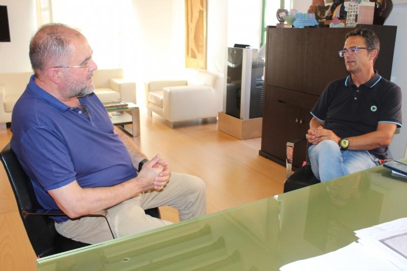 El alcalde se reúne con el presidente de la Asociación de Enfermedades Raras D碐enes para abordar las necesidades que tiene esta entidad para el curso 2021/22