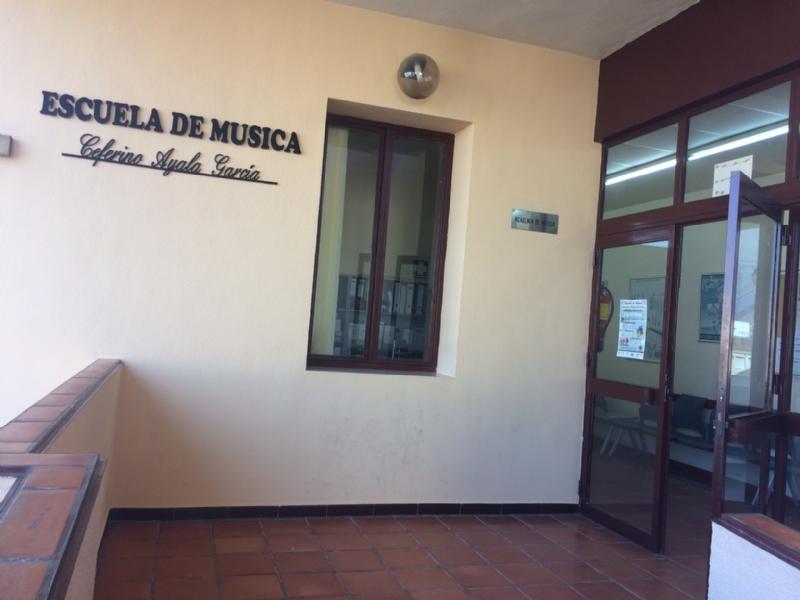 """La Agrupación Musical y el Ayuntamiento de Totana dan el nombre de Ceferino Ayala García a las instalaciones de la Escuela de Música, en el Centro Sociocultural """"La Cárcel"""""""