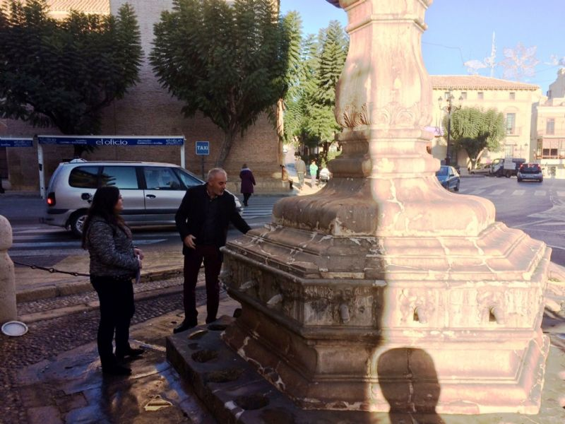 Vídeo. Las obras de restauración de la fuente Juan de Uzeta contemplan una actuación integral en el monumento y en su entorno arquitectónico