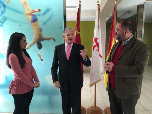 El director general de Deportes visita las infraestructuras deportivas de Totana con el fin de conocer sus necesidades y dar a conocer la línea de ayudas que habilitará la Comunidad Autónoma para estas instalaciones municipales
