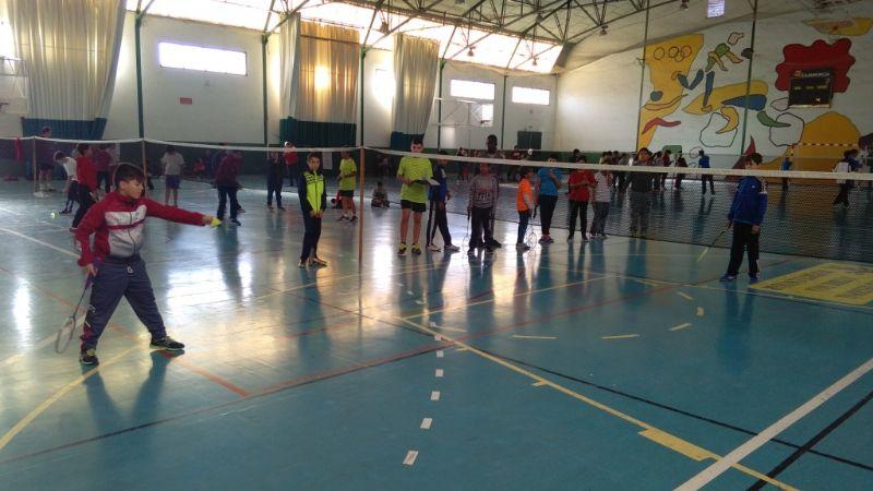 La Concejalía de Deportes organiza la Fase Local de Bádminton de Deporte Escolar, que cuenta con la participación de 64 escolares de los diferentes centros de enseñanza