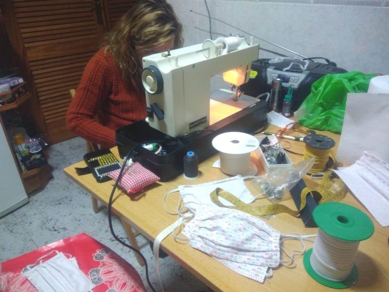 Vídeo. Más de 80 costureras participan en la fabricación de mascarillas y batas sanitarias, una iniciativa solidaria coordinada por Cruz Roja Española e impulsada por el Ayuntamiento