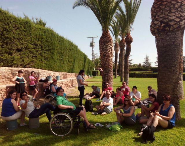 Los Centros de Día para la Discapacidad organizan un programa especial con actividades veraniegas para los usuarios con el objetivo de fomentar diferentes aspectos terapéuticos saludables