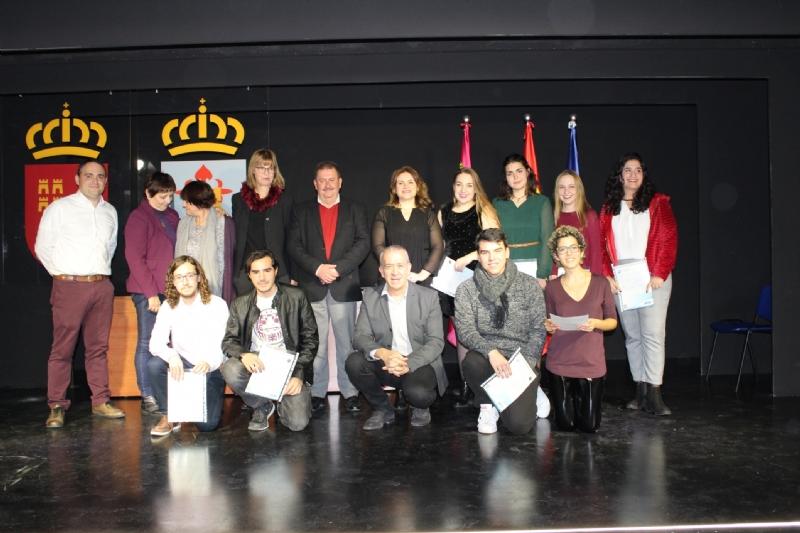"""Se entregan los diplomas acreditativos a los 11 alumnos de la XI Promoción del Bachillerato Internacional del IES """"Juan de la Cierva"""""""