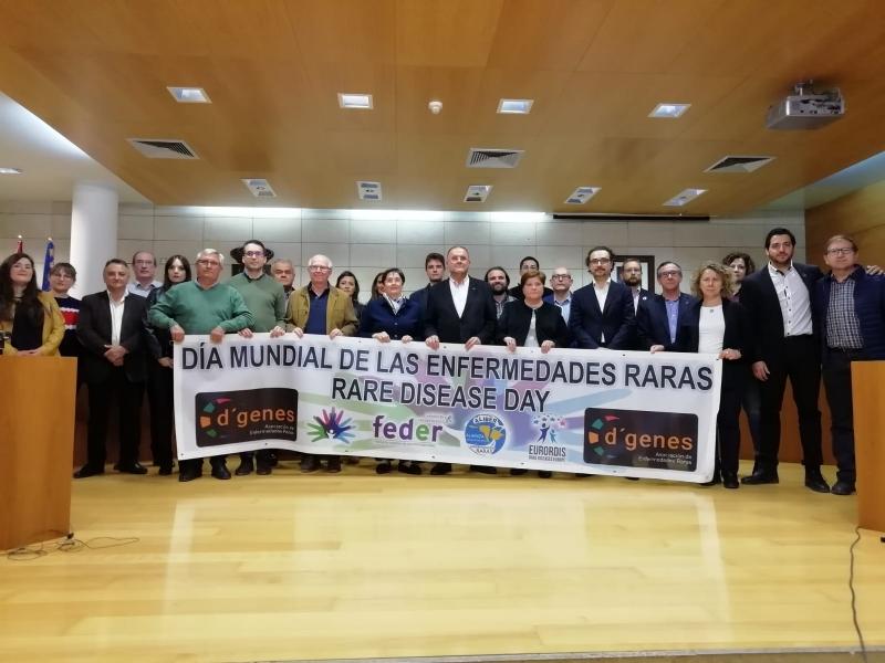 La Corporación municipal escenifica su adhesión y apoyo institucional al Día Mundial de las Enfermedades Raras, que se celebra mañana 29 de marzo