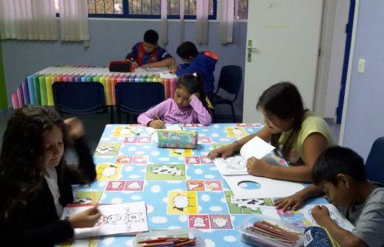 """Unas cuarenta personas se beneficiaron el pasado curso del proyecto de Voluntariado Universitario en los programas de """"Refuerzo Educativo"""" e """"Intervención Social"""", que promueve la UMU en Totana"""