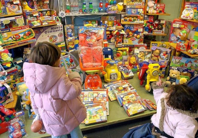 El Servicio de Asesoramiento al Usuario de los Servicios Municipales realiza una serie de recomendaciones para la compra de los juguetes durante la campaña de Navidad y Reyes
