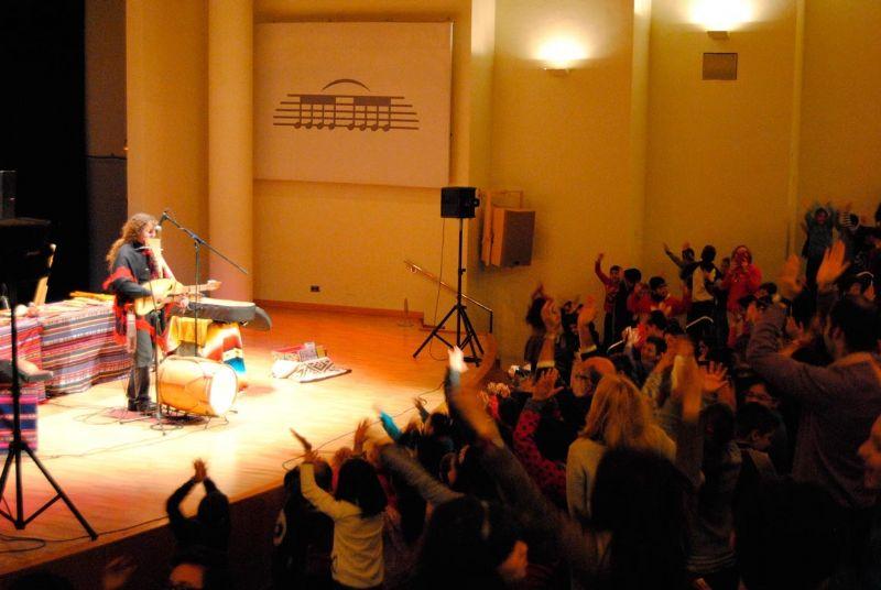 """Más de 600 escolares conocerán mañana el origen de los instrumentos musicales a través de conciertos didácticos a cargo del músico Pablo Nahual, en el Centro Sociocultural """"La Cárcel"""""""