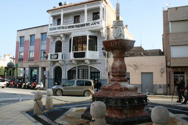 Vídeo. Se reinauguran las obras de rehabilitación de la Fuente Juan de Uzeta, que han sido financiadas de forma íntegra por la Consejería de Turismo y Cultura con un presupuesto de 59.490 euros