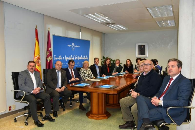 El Ayuntamiento suscribe un convenio con la Comunidad Autónoma para coparticipar en el expediente único que permita agilizar los trámites a los usuarios en materia de Servicios Sociales