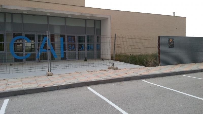 """La Corporación municipal aprueba la cesión del edificio del Centro de Atención a la Infancia (CAI) del polígono industrial """"El Saladar"""" a la Asociación de Enfermedades Raras D´Genes"""