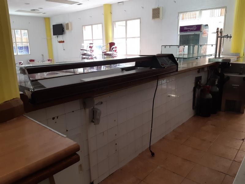 Se recepciona el contrato de explotación de cafetería-bar del Centro Municipal de la Tercera Edad, situado en la plaza de la Balsa Vieja