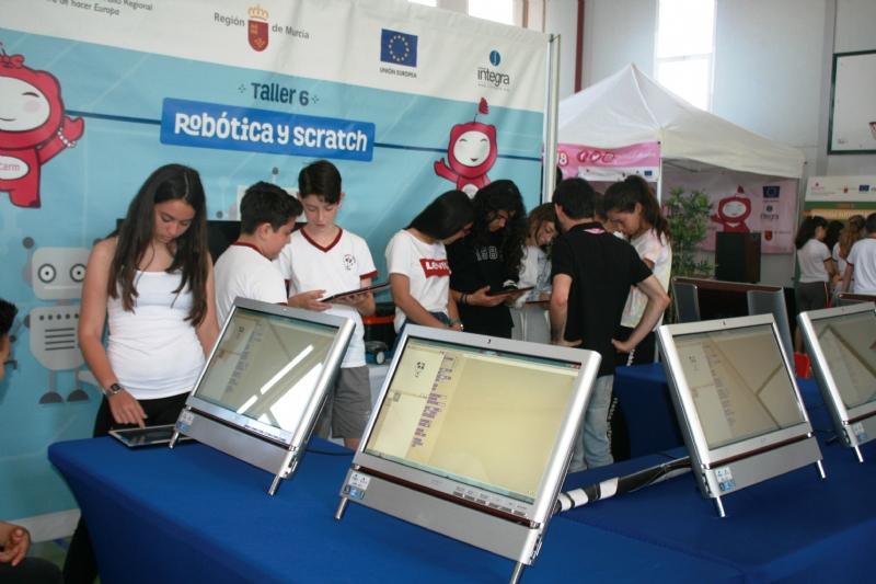 """VÍDEO. El Colegio """"Reina Sofía"""" es hasta el próximo domingo sede del foro anual de la Sociedad de la Información de la Región de Murcia (Sicarm), feria con las últimas novedades tecnológicas"""