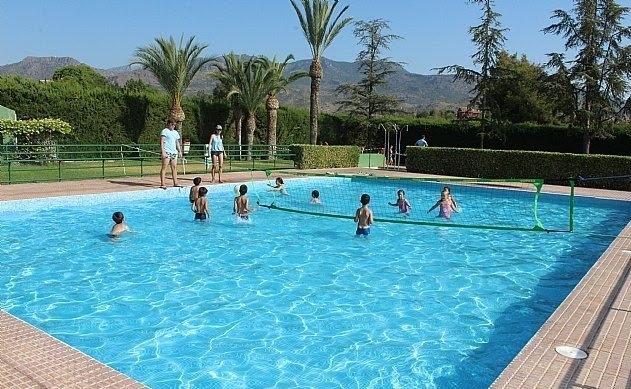 """Las piscinas públicas del Polideportivo Municipal """"6 de Diciembre"""" y el Complejo Deportivo """"Valle del Guadalentín"""" mantienen el servicio hasta el 1 de septiembre"""